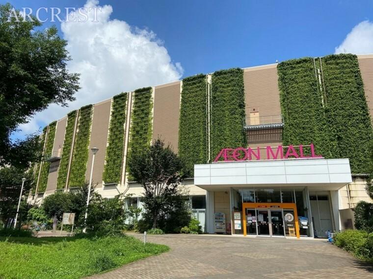 ショッピングセンター イオンモール東久留米 1階から3階までのフロアー構成 店舗数約120出店 駐車場1660台 診察所や保育園も設置 店舗周囲は約1kmのウォーキングコースとなっております。食品フロアは9:00~23:00営業中です。