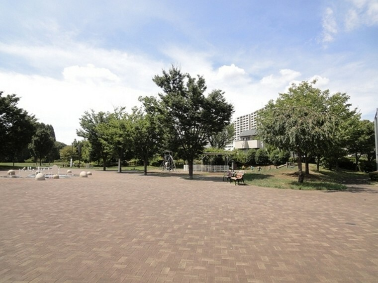 公園 西東京いこいの森公園 最大規模の市立公園です。南西側には、東大演習林が隣接しており、みどり豊かな場所にあり散策や四季折々の自然観察、水辺のビオトープ、スケート広場、BBQ施設、噴水があります!憩いの場としてご利用ください。