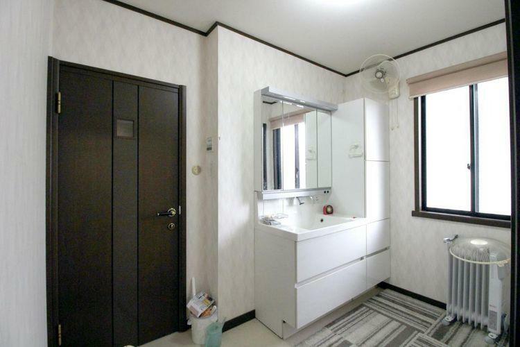 洗面化粧台 広々とした洗面室です