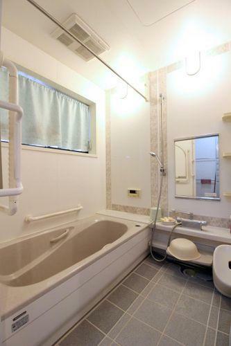 浴室 清潔感溢れる浴室です