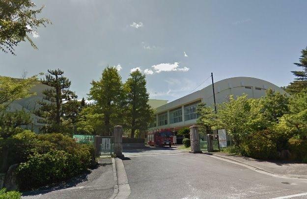 小学校 岡崎市立竜美丘小学校 徒歩4分。