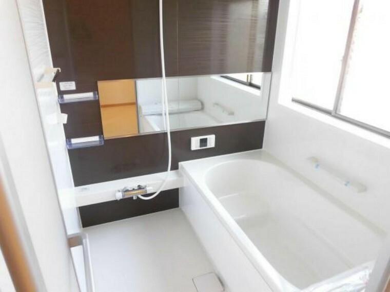 浴室 【同仕様写真】浴室は1坪タイプのハウステック製ユニットバスに新品交換します。