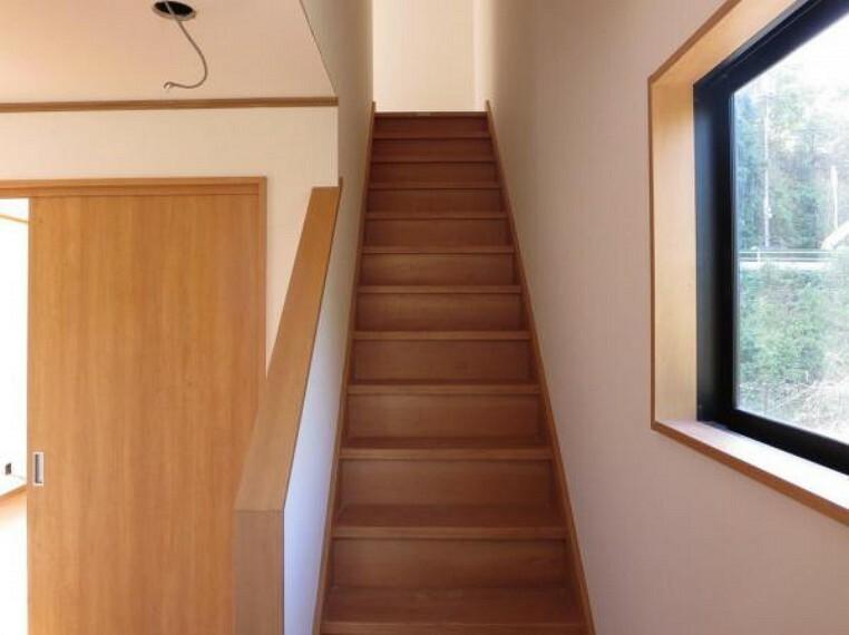 【リフォーム中】現状玄関を入ってすぐの階段です。手すりを設置します。
