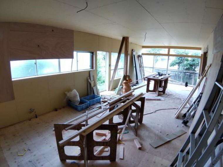 リビングダイニング 【リフォーム中】リビング(約18帖)です。DKと和室を繋げ、広々としたリビングにリフォームします。床はフローリングを張り、天井・壁はクロスを張替えます。