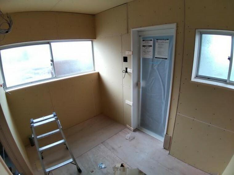 脱衣場 【リフォーム中】洗面脱衣室です。こちらには新品の洗面化粧台を設置します。
