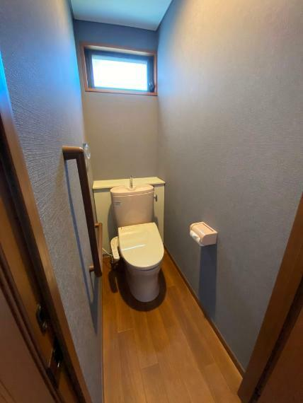 トイレ 明るい1階トイレです