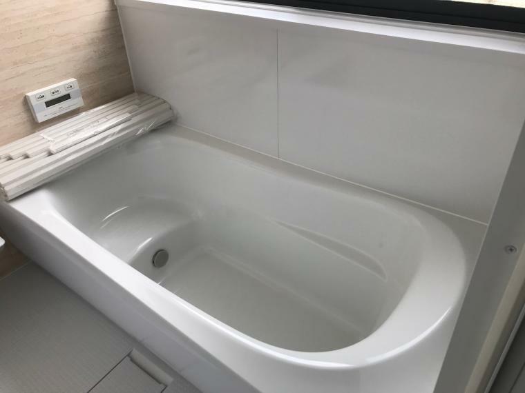 浴室 追い焚き機能付き、ベンチ型で節水対応です