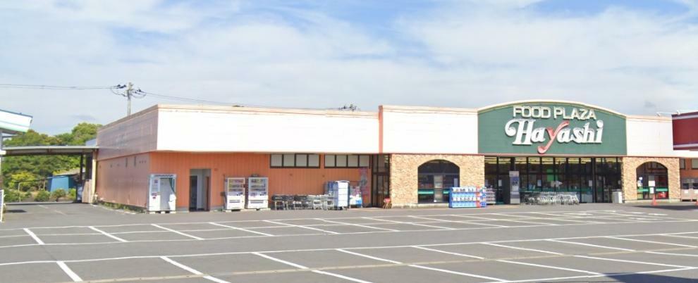 スーパー 大型駐車場完備のスーパーです。新鮮でお安いです