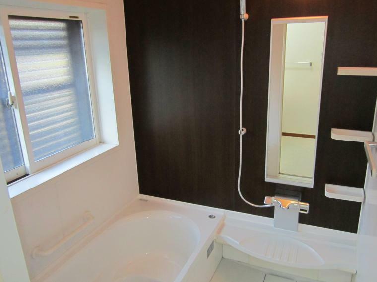 浴室 ●1坪タイプの広い浴室!