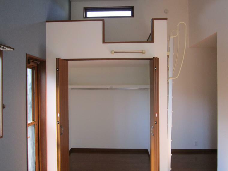 収納 ●1F洋室はウォークインクローゼット付きで上部はロフトになっております!