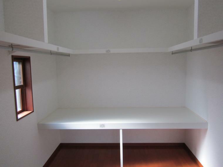 ウォークインクローゼット ●主寝室には4.5帖の広めのウォークウォークインクローゼットが繋がってます!