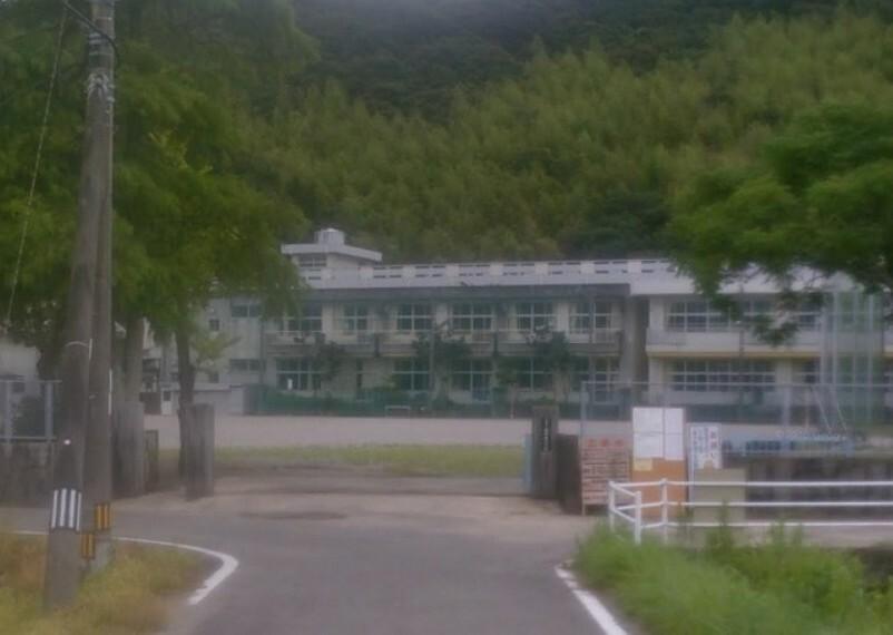 小学校 【小学校】高知市立春野東小学校まで2120m