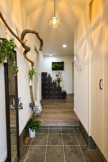 同仕様写真(内観) 空間を生かした玄関スペース