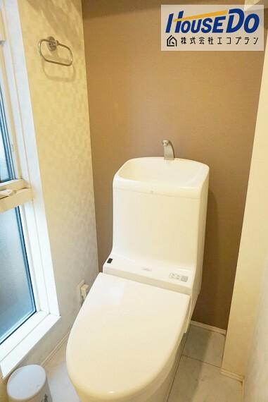 トイレ トイレは1階と2階にあります  お客様が来られた際に鉢合わせる心配が無くて便利ですね  ウォシュレット付きでいつでも清潔です!