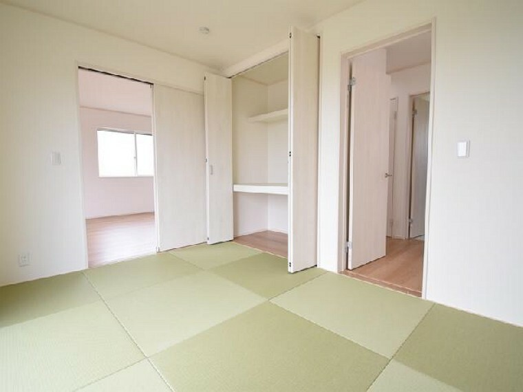 A号棟:和室・・・リビングと間続きの6帖の和室は、琉球風畳になっていますので、お洒落ですよ!