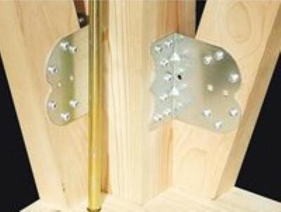構造・工法・仕様 構造材をつなぎとめる接合部には「耐震金物」を採用。基礎・土台・柱など接合部ごとに適材適所な耐震金具を選び、構造体をしっかりと緊結します。