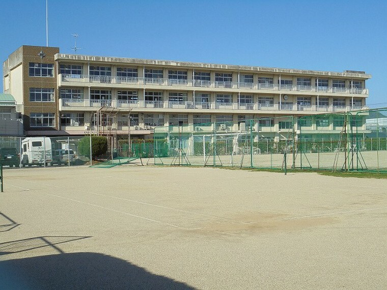 中学校 【中学校】城東中学校まで923m