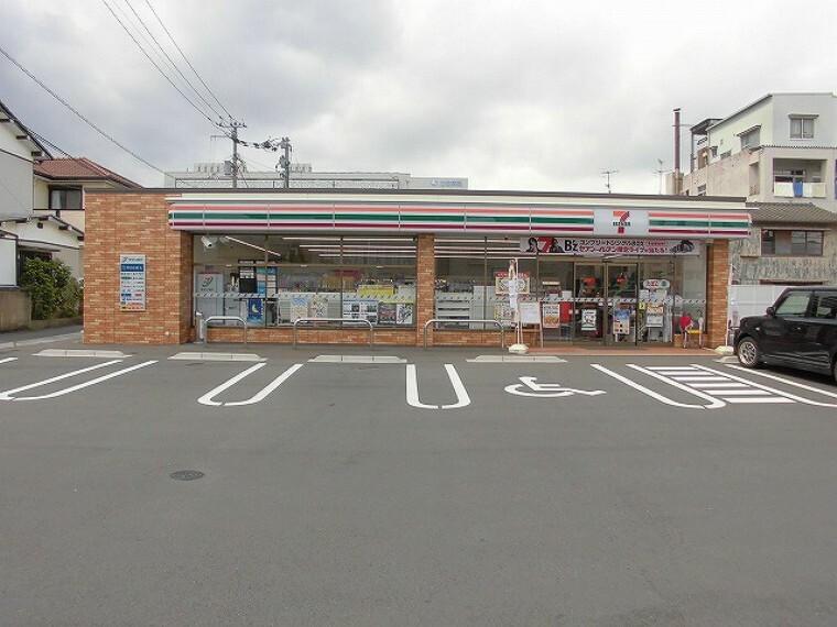 コンビニ 【コンビニエンスストア】セブンイレブン 高知新本町2丁目店まで173m