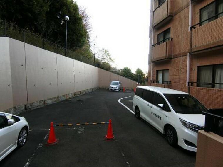駐車場 駐車場の空き状況はお問い合わせください。