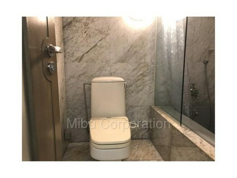 トイレ ゆとりのあるスペースです