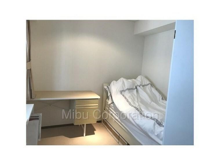 家具の配置がしやすい真四角に近い洋室