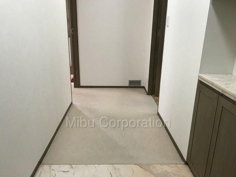 玄関 玄関からお部屋が見えないプライベート性を守る間取りとなります