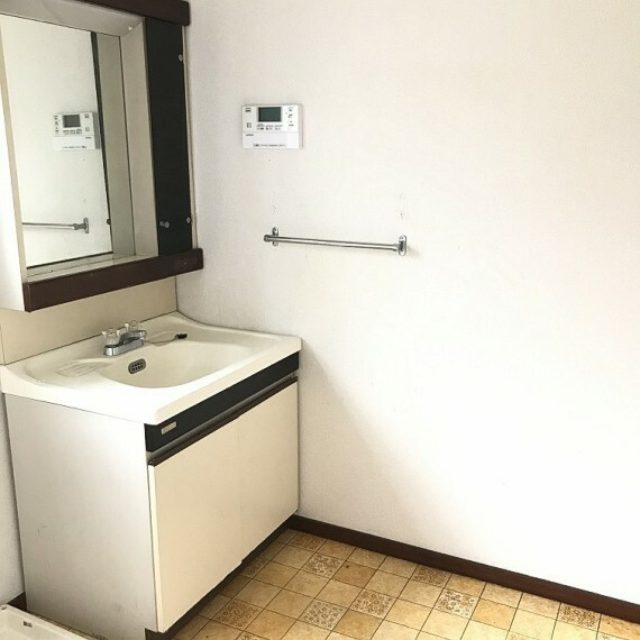 洗面化粧台 洗面台です。タオルハンガーもあります。