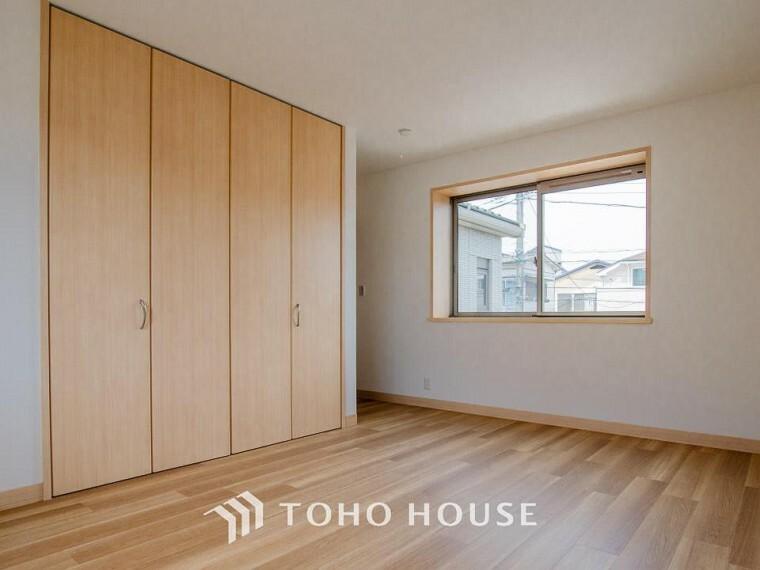 洋室 どの部屋にもたっぷりの収納。収納家具をを置く必要が無くなり、ゆったりとした住空間が実現可能です。