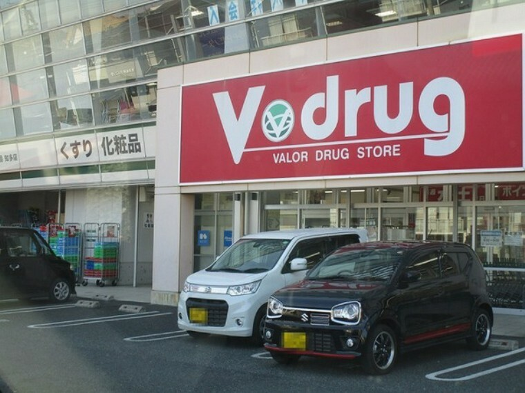 ドラッグストア V・drug内浜店