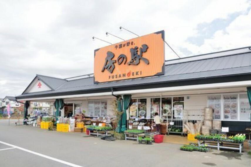 ショッピングセンター 鎌ケ谷房の駅 新鮮な野菜や、地元のお土産など種類豊富です!