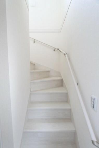外観・現況 手すり付き階段