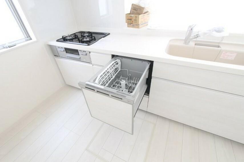 キッチン 食器洗い乾燥機もついているので、家事の時間を大幅に短縮