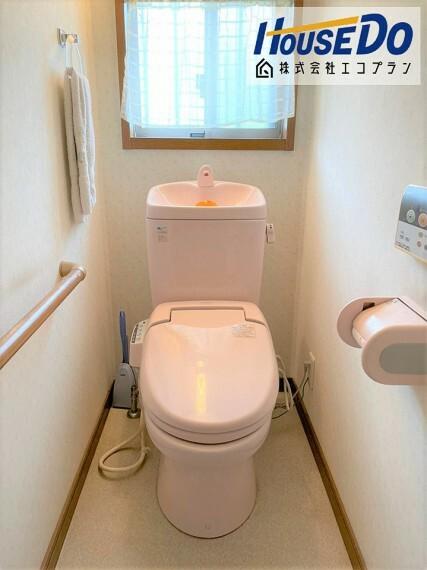 トイレ トイレは1階と2階にあります  お客様が来られた際に 鉢合わせる心配が無くて便利ですね