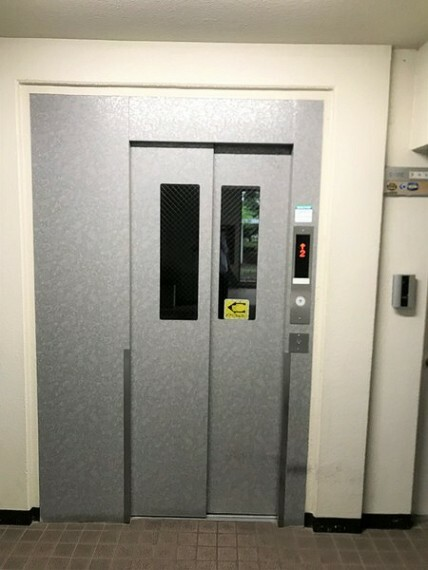 ロビー エレベーター完備です