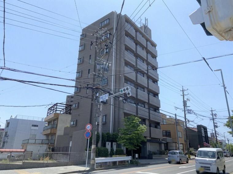 外観写真 RC造8階建4階部分。開けた眺望の住まいです。
