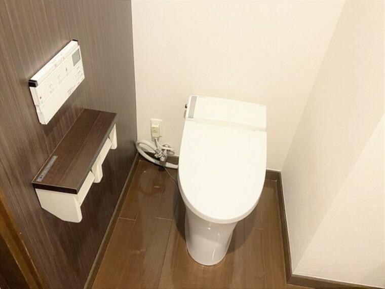 トイレ シンプルなデザインのトイレ。