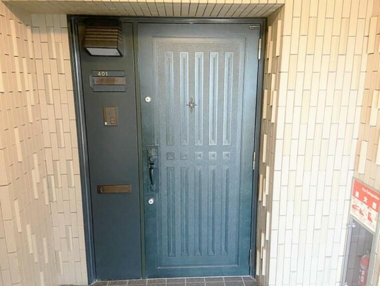 玄関 スタイリッシュで機能的な玄関。