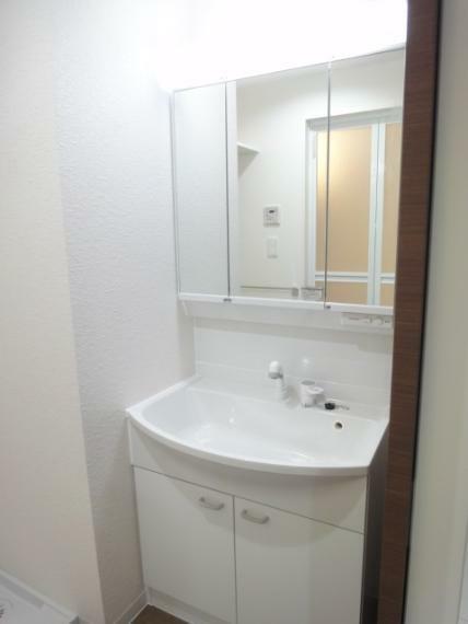洗面化粧台 洗面化粧台(三面鏡収納・シャワー水栓)