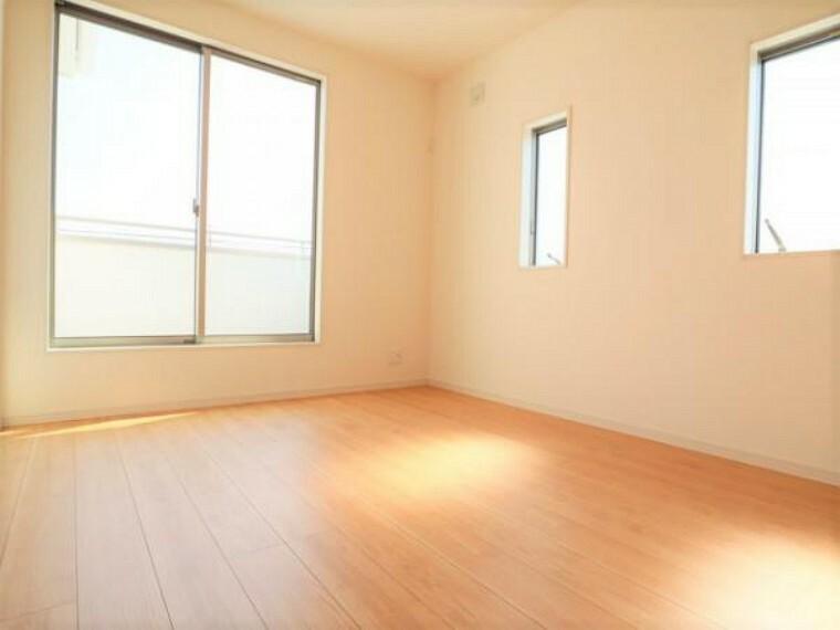 同仕様写真(内観) \同仕様写真/子ども部屋や寝室に用途多彩な明るい洋室