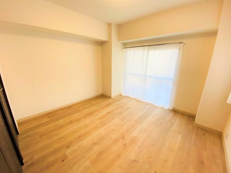 寝室 ~リビングに隣接している8.6帖の洋室です~
