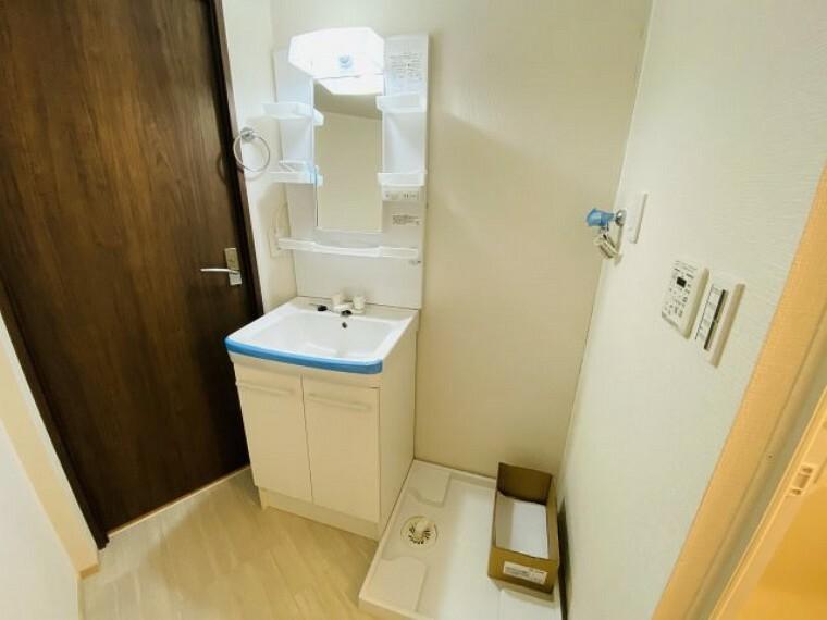 洗面化粧台 ~新規交換済のシャワー付き独立洗面台~