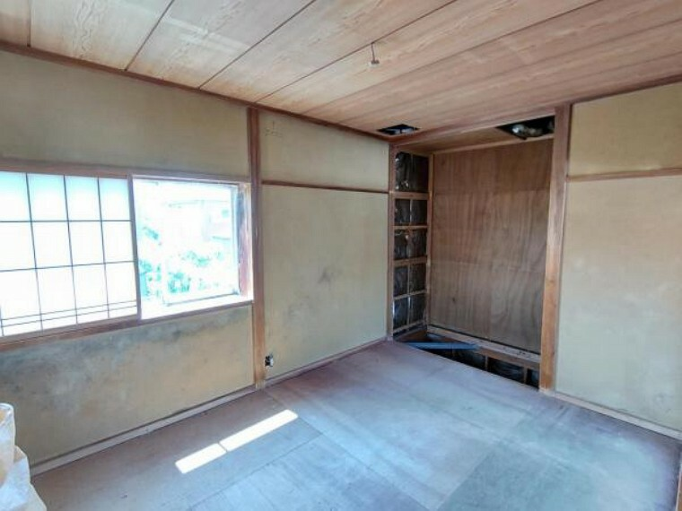 (リフォーム中)2階南側6帖の洋室です。和室から間取り変更を行い、1帖分の大きさのクローゼットを新設します。
