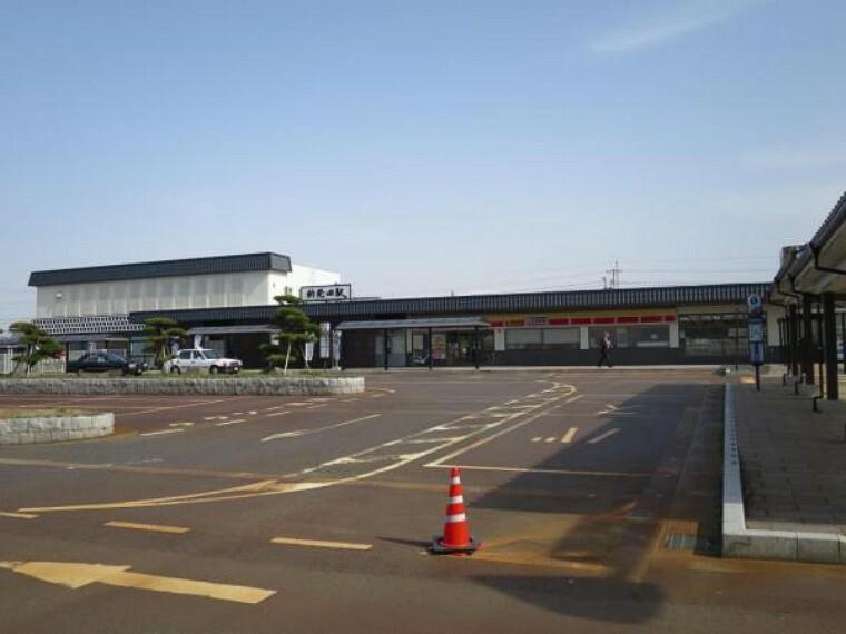 JR白新線新発田駅まで1900m(車で5分)。自転車などでサッと行ける距離に駅があれば、お子様が高校生になって電車通学になっても近くて安心ですね。老後に運転ができなくなっても安心ですね。