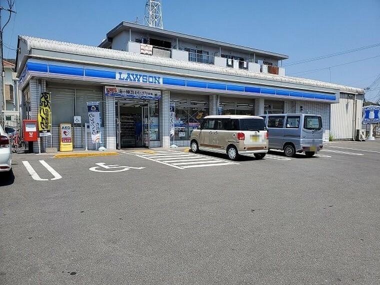 コンビニ 【コンビニエンスストア】ローソン 高知一宮しなね店まで888m