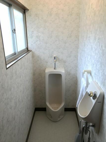 トイレ 男性用トイレもあります。手洗いももちろんついています。