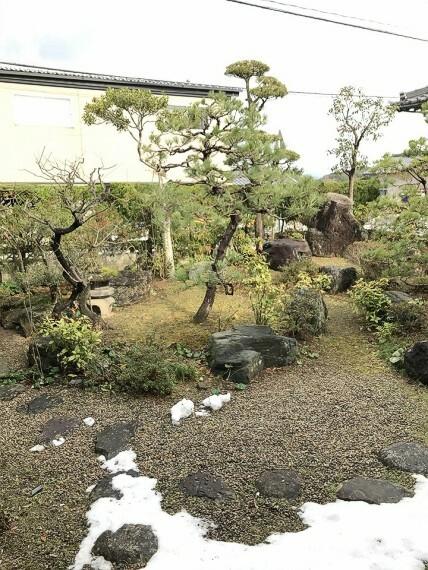 庭 庭です。