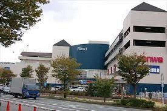 ショッピングセンター 本牧フロント スーパーマーケット三和、ホームセンターコーナン、デジタル&生活家電専門店ノジマなど、生活に密着した店舗からなる商業施設。