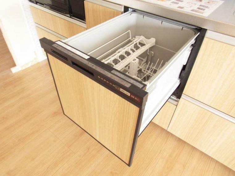 キッチン 食後の洗い物が楽々! 食器洗浄乾燥機付き。