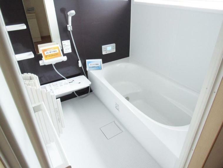 浴室 ユニットバスも1坪サイズに変更しました! 浴室乾燥機、追い焚き機能付き。