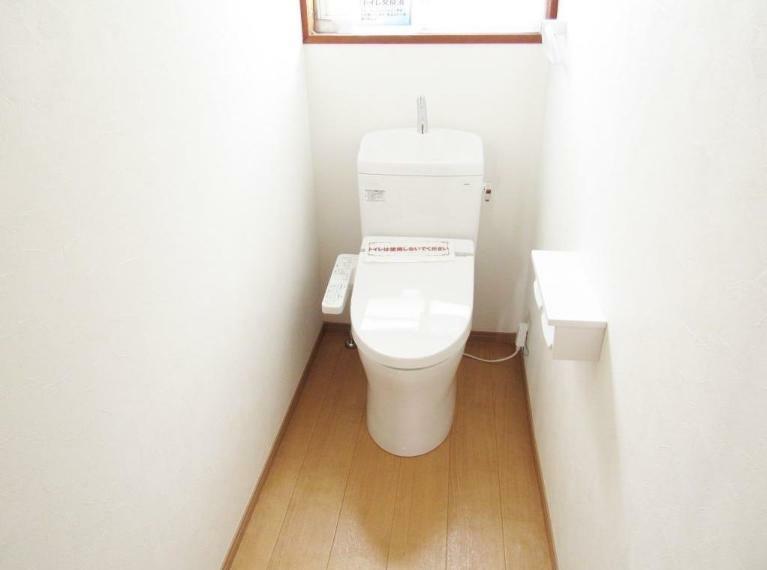 トイレ ナチュラルなデザインに仕上げた節水式トイレ!! 新品交換済み。